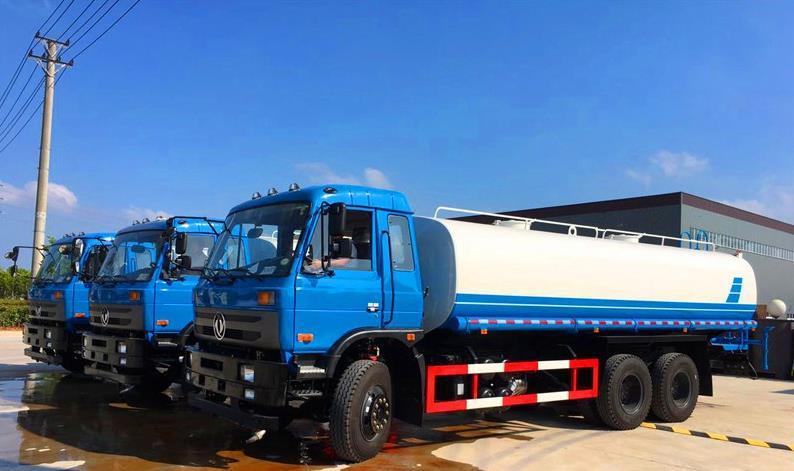 云南客户订购3台东风后双桥20吨洒水车