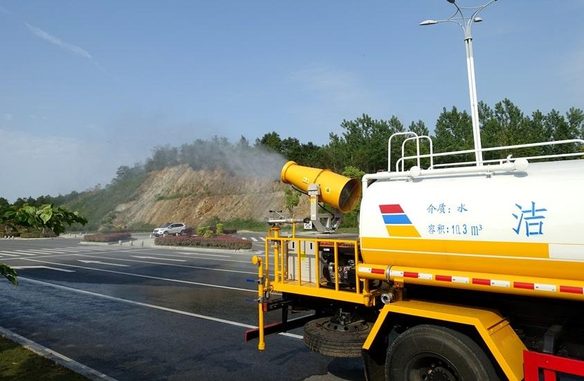 东风天锦12吨喷雾洒水车雾炮喷洒图片