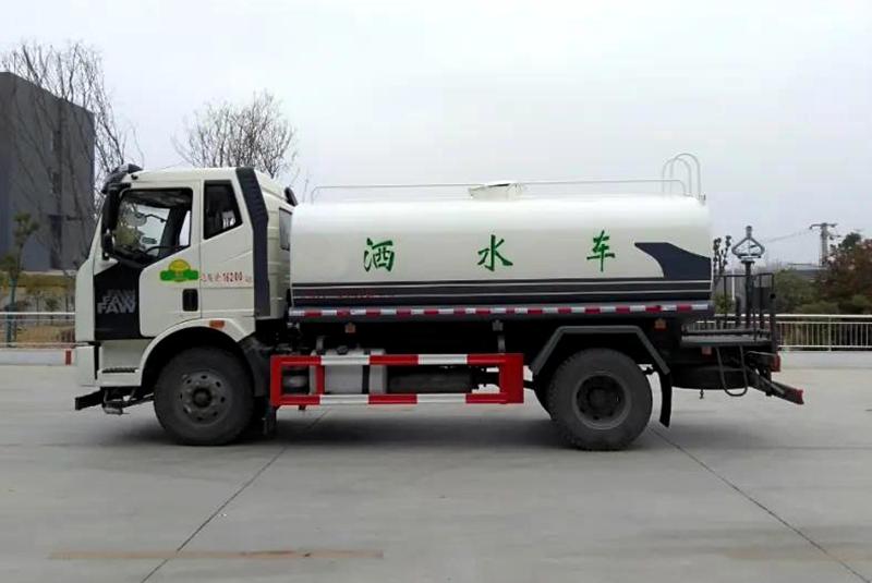 国六解放J6L洒水车图片(四)
