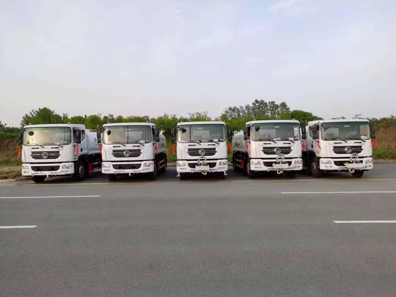 五辆东风D9洒水车加装前置电子水泡发往浙江台州